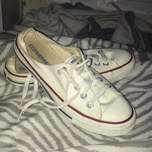 Size 9 woman's lowcut converse